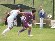 Jorge Ubiría va en busca de la pelota
